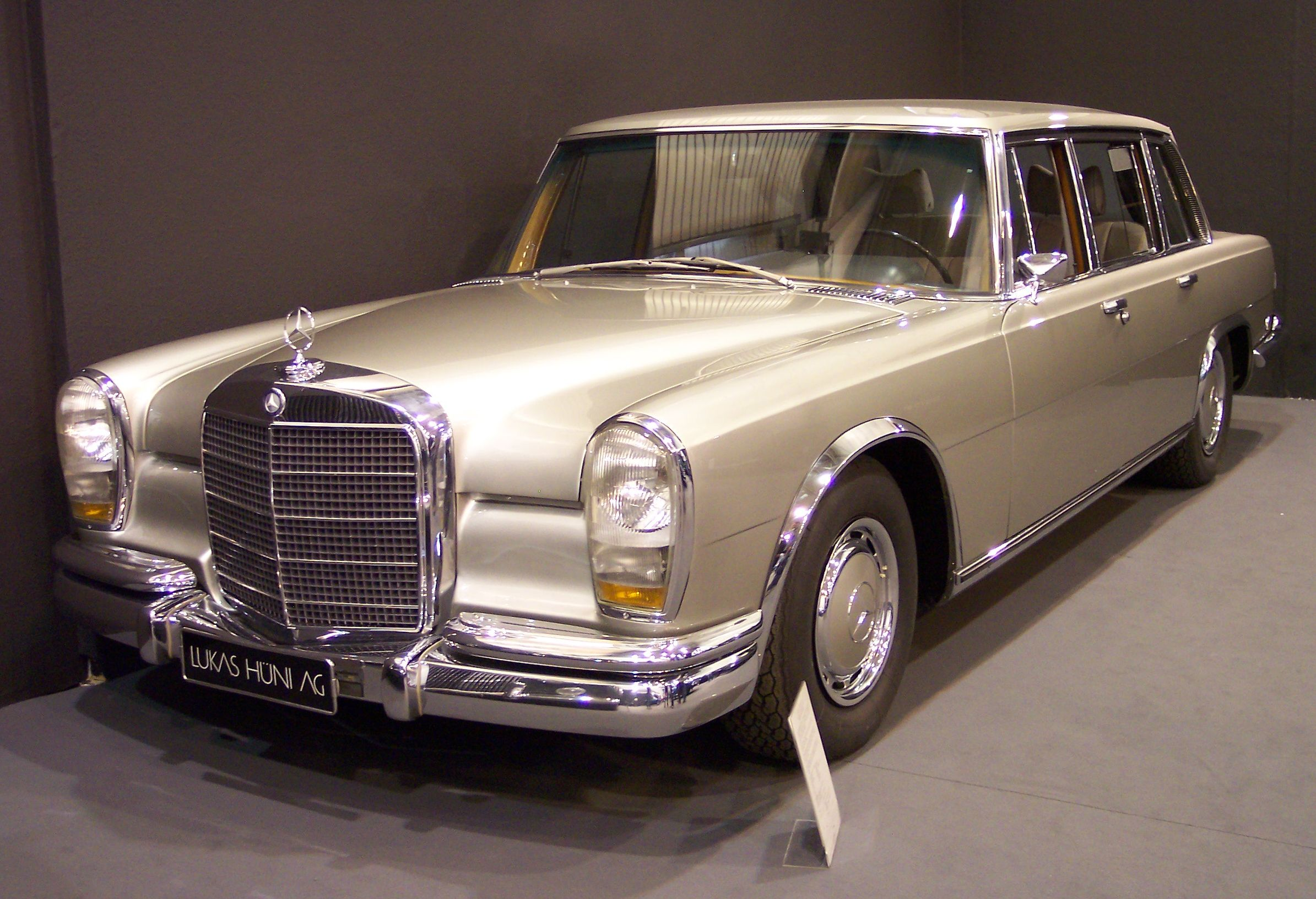 Auto Glass Repair and Replacement for Mercedes 600